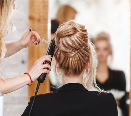 Un coiffeur professionnel pour votre mariage